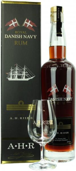 A.H. Riise Danish Navy Rum mit einem A.H. Riise Nosing Glas 40.0% 0,7l